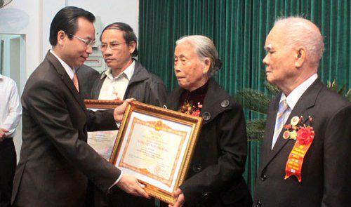 Phong tặng, truy tặng danh hiệu cho 183 Mẹ Việt Nam anh hùng