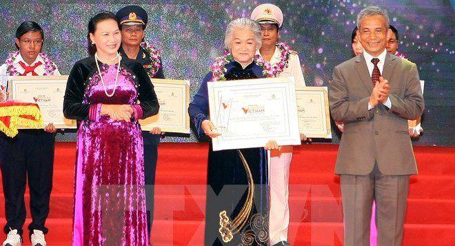 Vinh quang Việt Nam lần thứ XII: Tôn vinh 13 cá nhân, 2 tập thể